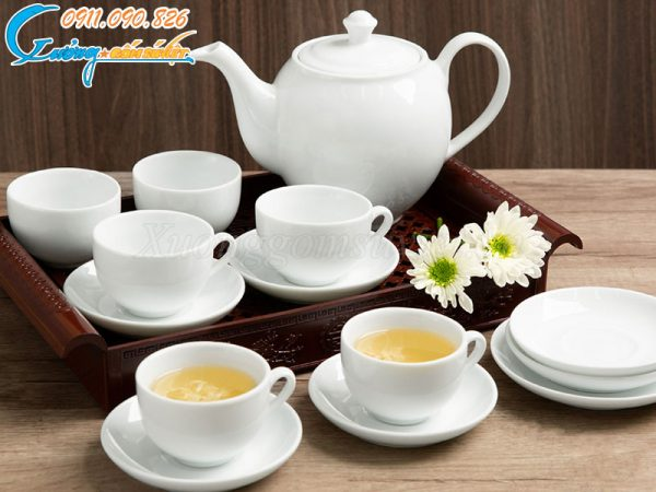 Bộ ấm trà Bát Tràng trắng được rất nhiều khách hàng yêu thích
