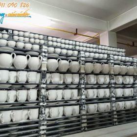 Sản phẩm mộc được chất lò chuẩn bị cho vào lò nung