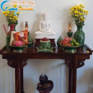 Bàn thờ Phật men Ngọc Lục bảo