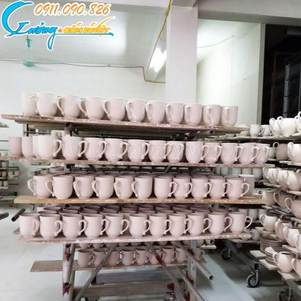 Gợi ý địa chỉ sản xuất ly sứ có nắp theo đơn đặt hàng nhanh chóng, đảm bảo chất lượng