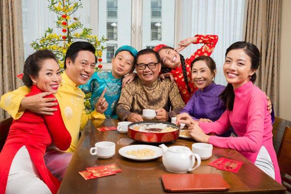 Trong tiết trời se lạnh của ngày Tết, chén trà thơm ngọt, đậm đà sẽ giúp cho câu chuyện gia đình thêm ý nghĩa hơn