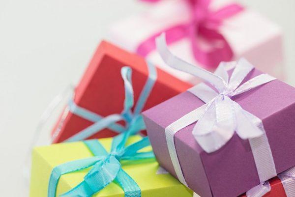 Gợi ý quà tặng sinh nhật độc đáo cho nhân viên công ty