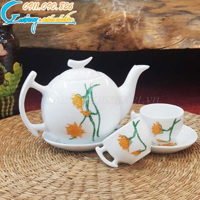 Bộ ấm trà trắng trăng khuyết hoa tiết hoa quỳnh